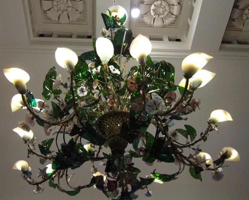 Conserved-chandelier-from-Osborne-House-–-Painting-Paradise-Exhibition-Buckingham-Palace