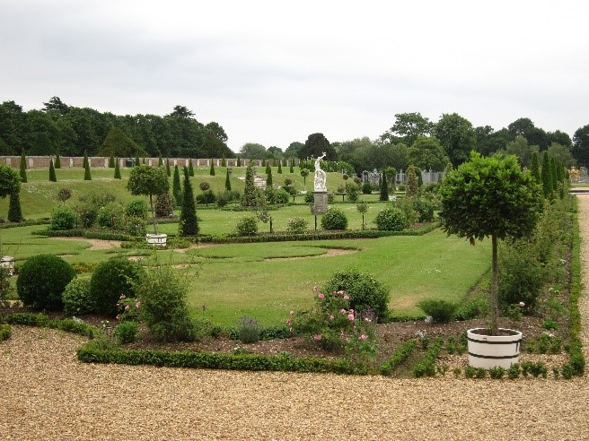 Restoration-of-the-Privy-Garden-of-William-III-Mary-II-at-Hampton-Court-Palace-©-Tudor-Times-2015
