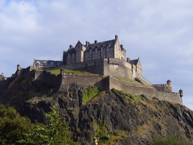 Edinburgh-Castle-©-Tudor-Times-2015