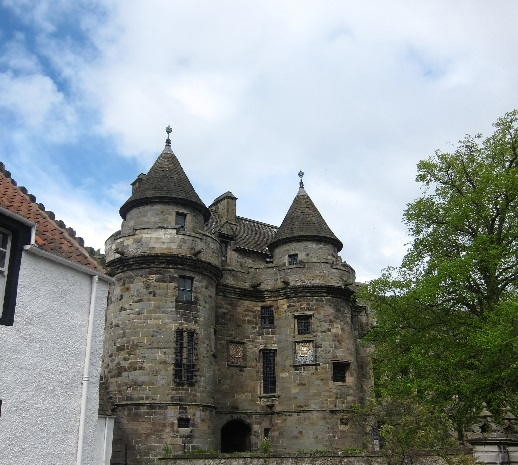 Falkland-Palace-renovated-by-James-IV